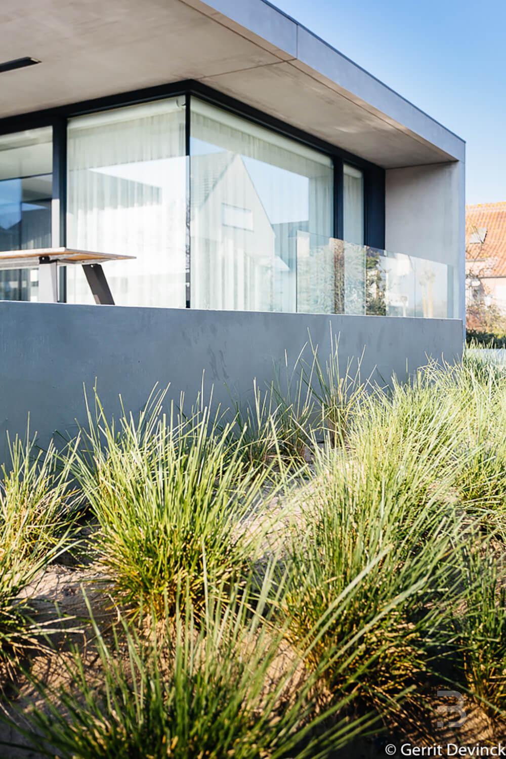 Afbeelding project Minimalistische kustwoning omkaderd door aangelegd duinenlandschap