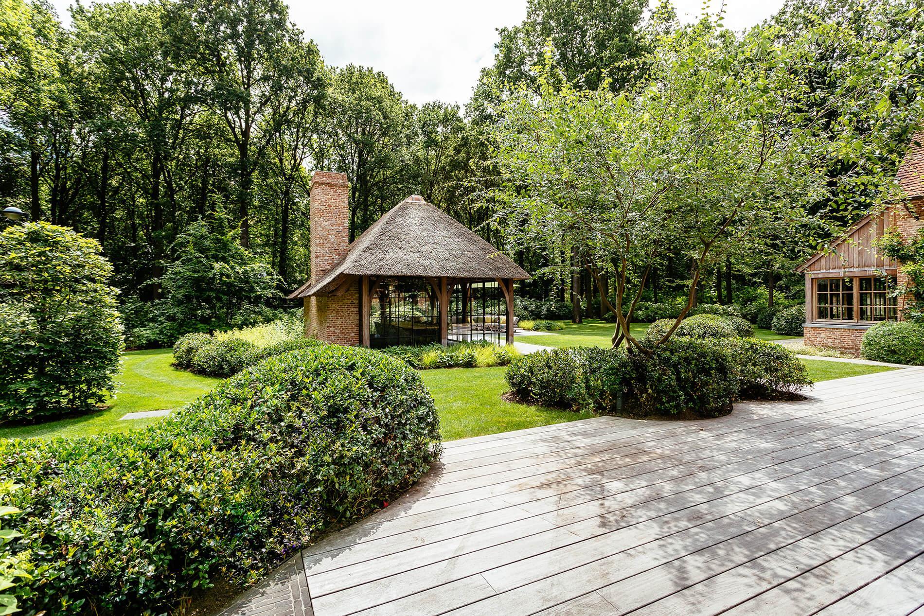 Afbeelding project Klassieke villa met eiken bijgebouw gelegen in bosrijke omgeving