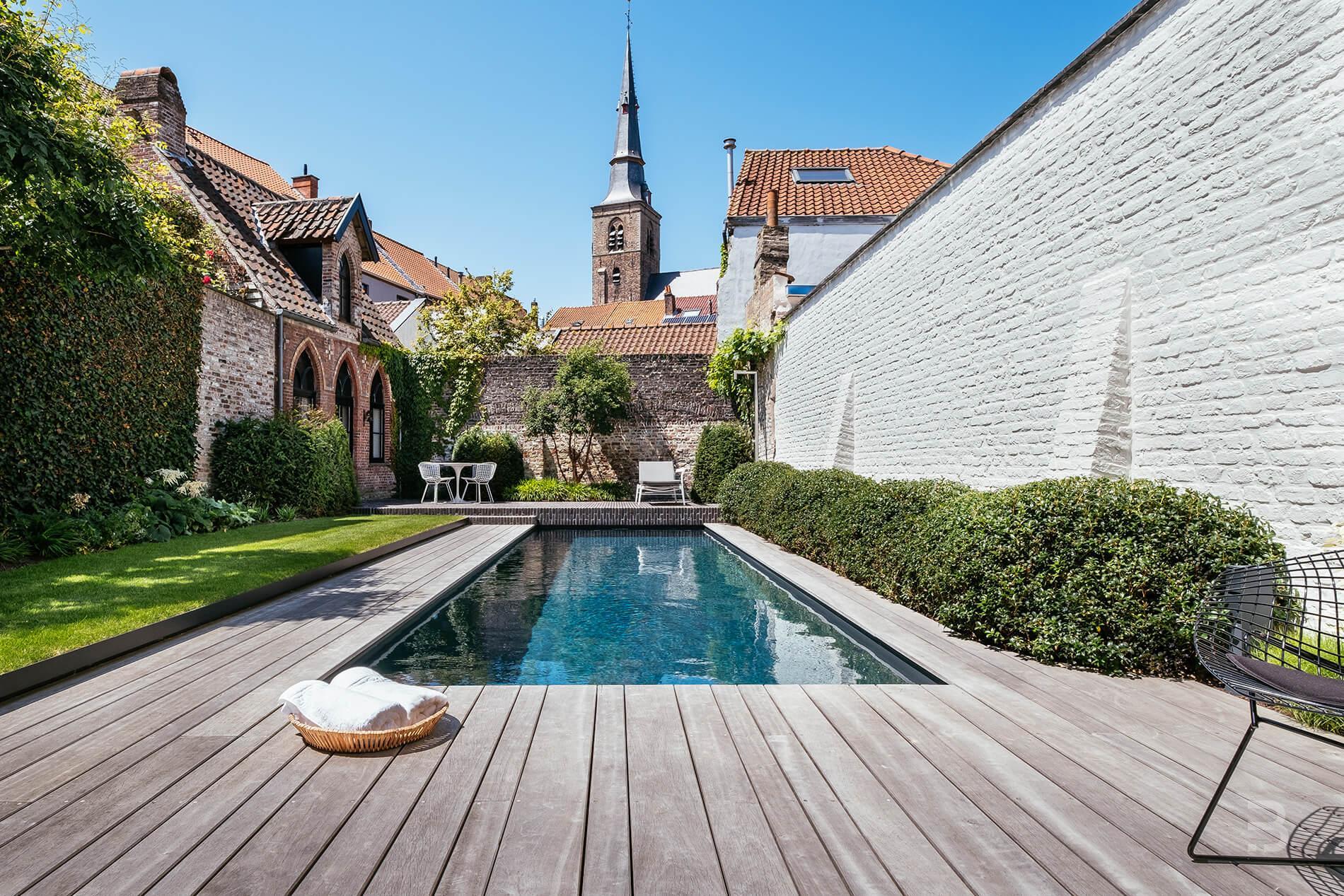 Afbeelding project Brugse stads- en zwemtuin onder de kerktoren
