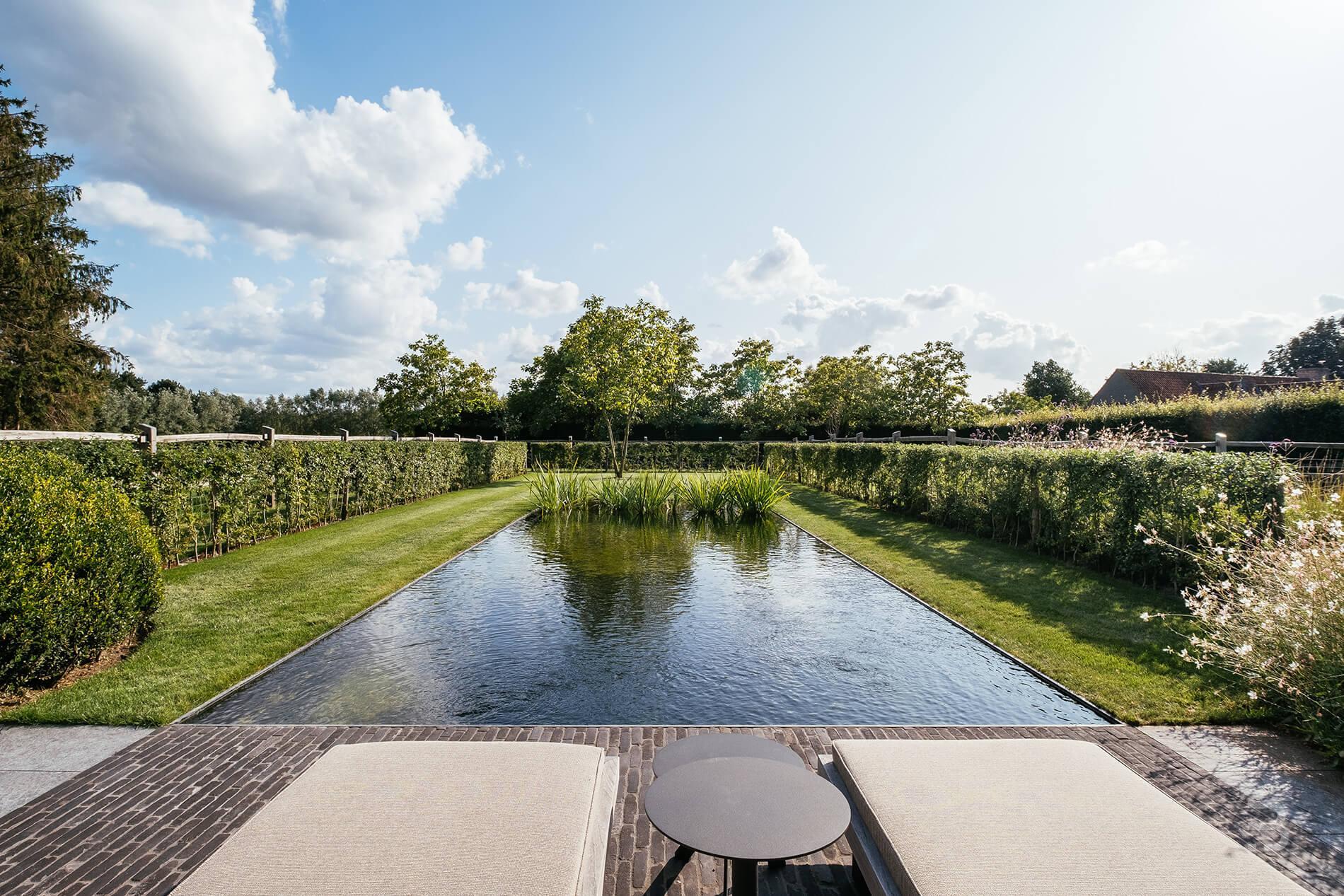 Afbeelding project Landelijke woning met weide, zwemvijver en eiken carport