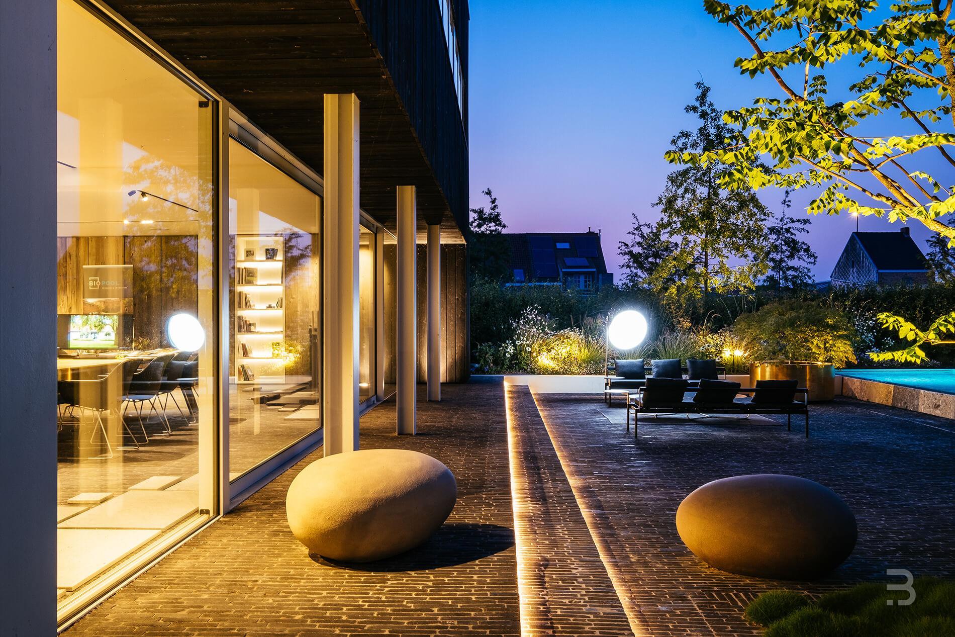 Afbeelding project Bedrijfstuin met hedendaags accent verwelkomt de klanten