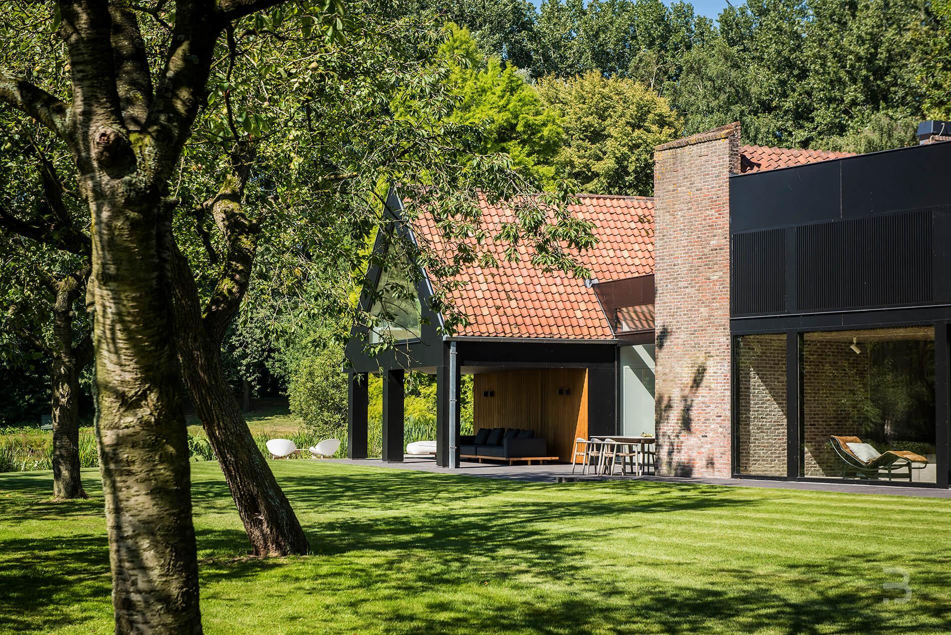 Afbeelding project Gerenoveerde modernistische hoeve met indrukwekkend stukje natuur