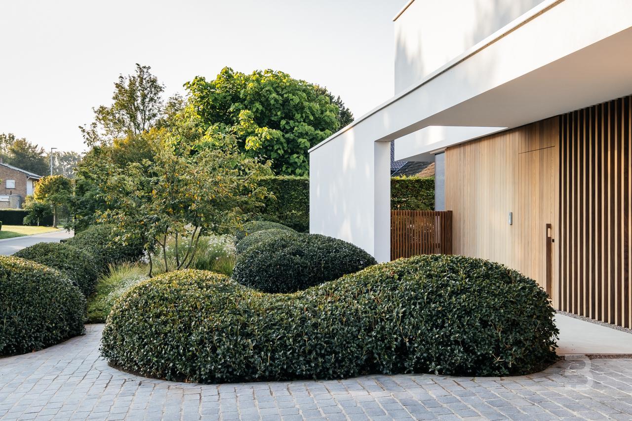 Afbeelding project Open voortuin aan aan minimalistische woning